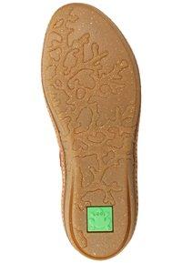 El Naturalista - Classic ankle boots - rioja - 4