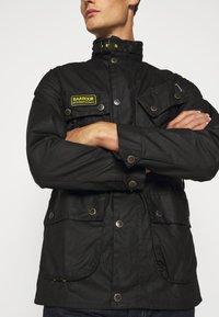 Barbour International - SLIM INTERNATIONAL WAX JACKET - Lehká bunda - black - 4