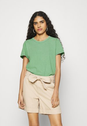 CLASSIC FIT TEE - Basic T-shirt - green mission