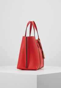 Tory Burch - PERRY SMALL TRIPLE COMPARTMENT TOTE - Borsa a mano - brilliant red - 3