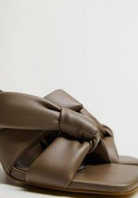 Mango - BOSSY - Heeled mules - marron clair/pastel - 8