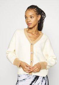 Fashion Union - CONTRASSY - Cardigan - cream - 0