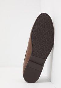 Burton Menswear London - CHARLIE  - Eleganckie buty - tan - 4