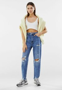 Bershka - MOM FIT JEANS - Relaxed fit jeans - dark blue - 1