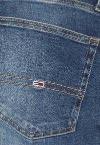 Tommy Jeans - AUSTIN SLIM TAPERED - Slim fit jeans - denim medium - 2