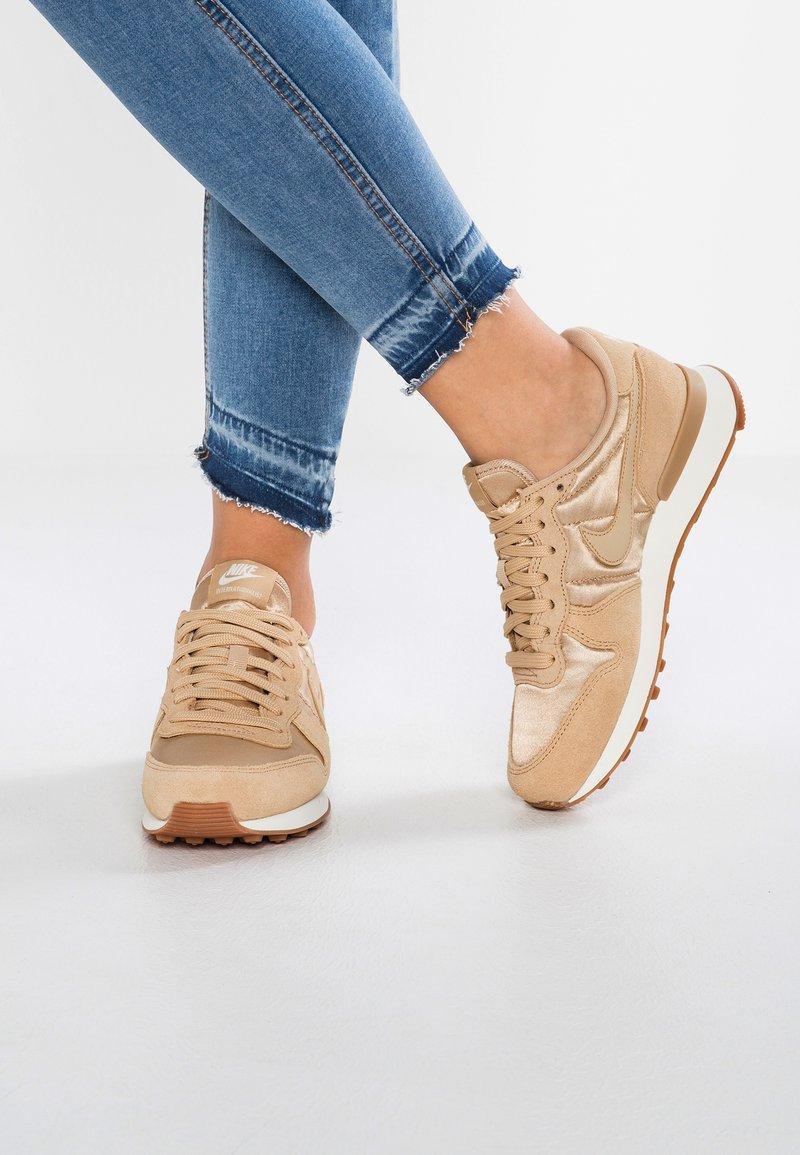Nike Sportswear - INTERNATIONALIST - Baskets basses - sail/med brown
