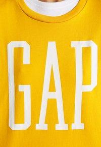 GAP - Sweatshirt - rugby gold - 5