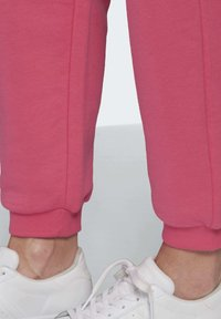 adidas Originals - CUFFED  - Tracksuit bottoms - sesopk - 5