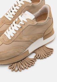 Pavement - ELLIE - Sneakersy niskie - taupe - 5