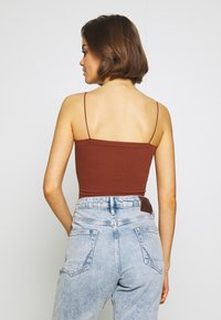 BDG Urban Outfitters - BUNGEE STRAP TUBE - Top - brunette - 2