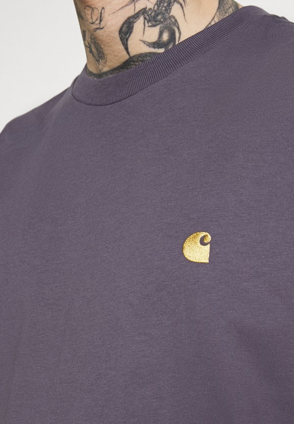 Carhartt WIP CHASE - T-shirt basic - provence/gold/mauve Odzież Męska DOMC