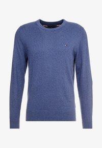 Tommy Hilfiger - PIMA CREW NECK - Stickad tröja - blue - 3