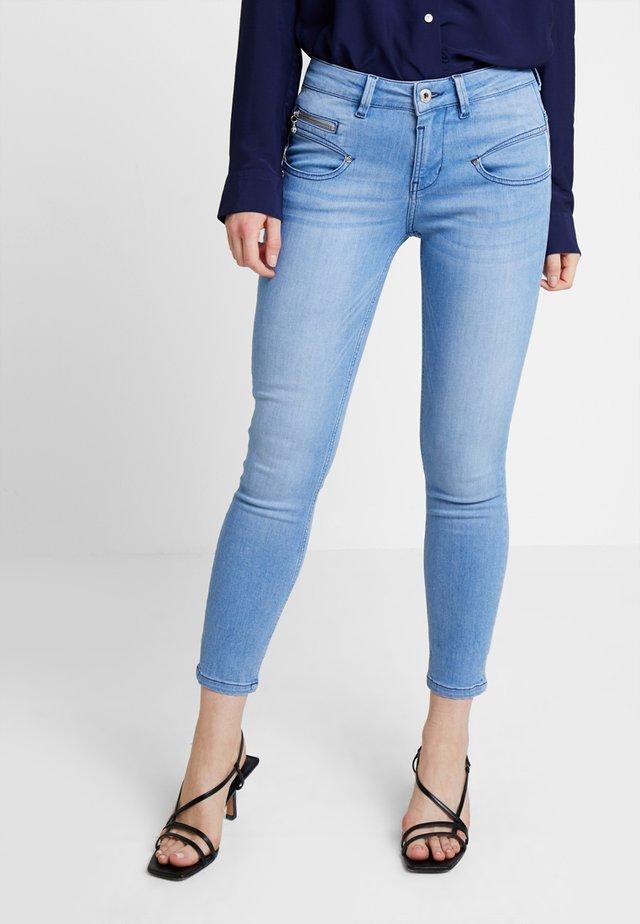 ALEXA CROPPED - Slim fit -farkut - light blue denim