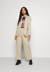 Fashion Union - Krátký kabát - beige - 1