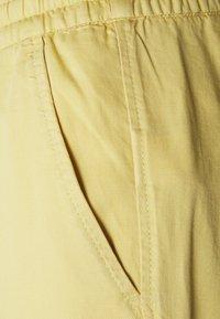 GAP - EASY PANT SOLID - Pantalones - faded yellow - 2