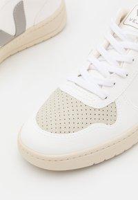 Veja - V-10 - Baskets basses - white/oxford/grey - 5