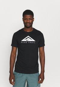 Nike Performance - TEE TRAIL - T-shirt print - black - 0