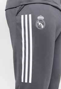 adidas Performance - REAL MADRID AEROREADY FOOTBALL TRACKSUIT SET - Klubové oblečení - grey - 9