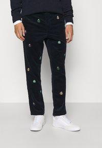 Polo Ralph Lauren - FLAT FRONT - Trousers - hunter navy - 0