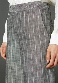 Hope - EASE  - Trousers - grey stripe - 3
