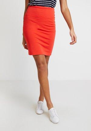 PENNY - Pouzdrová sukně - poppy red