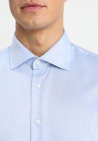 Tommy Hilfiger Tailored - REGULAR FIT - Formal shirt - blue - 5