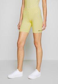 Vans - QUANTUM BIKE - Shorts - lemon tonic - 0