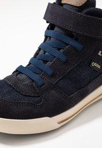 Lowa - MIKA II GTX - Trekingové boty - jeans - 2