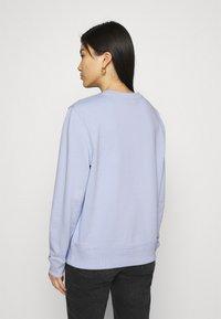 Tommy Hilfiger - REGULAR GRAPHIC - Sweatshirt - breezy blue - 2