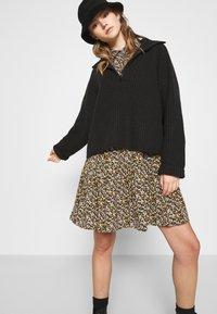 JDY - JDYPIPER DRESS - Skjortekjole - black/yellow - 3