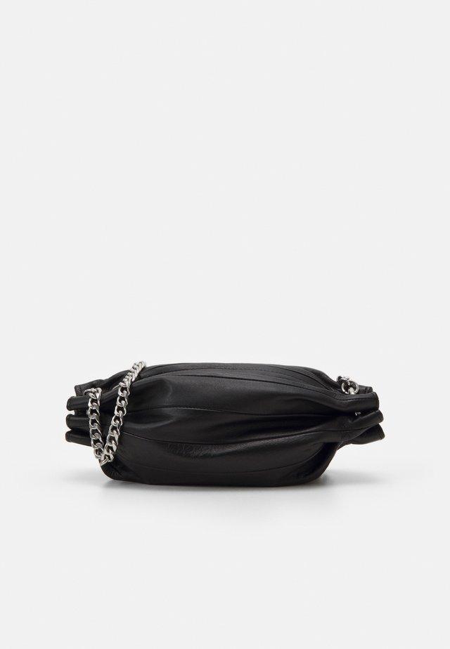 PIKKU KARLA CHAIN BAG - Sac bandoulière - black