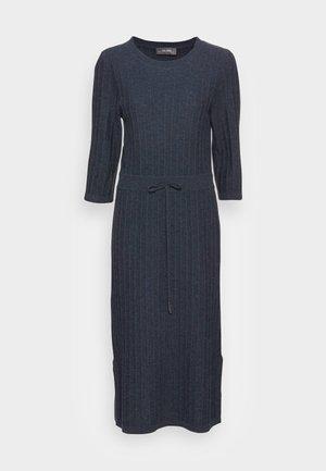 LANJA 3/4 DRESS - Pletené šaty - ombre blue