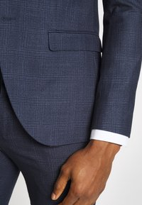 Isaac Dewhirst - CHECK SUIT - Suit - dark blue - 7