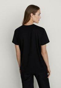 Massimo Dutti - T-shirt imprimé - black - 1
