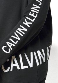 Calvin Klein Jeans Plus - PLUS STRETCH INNOVATION - Hoodie - black - 5