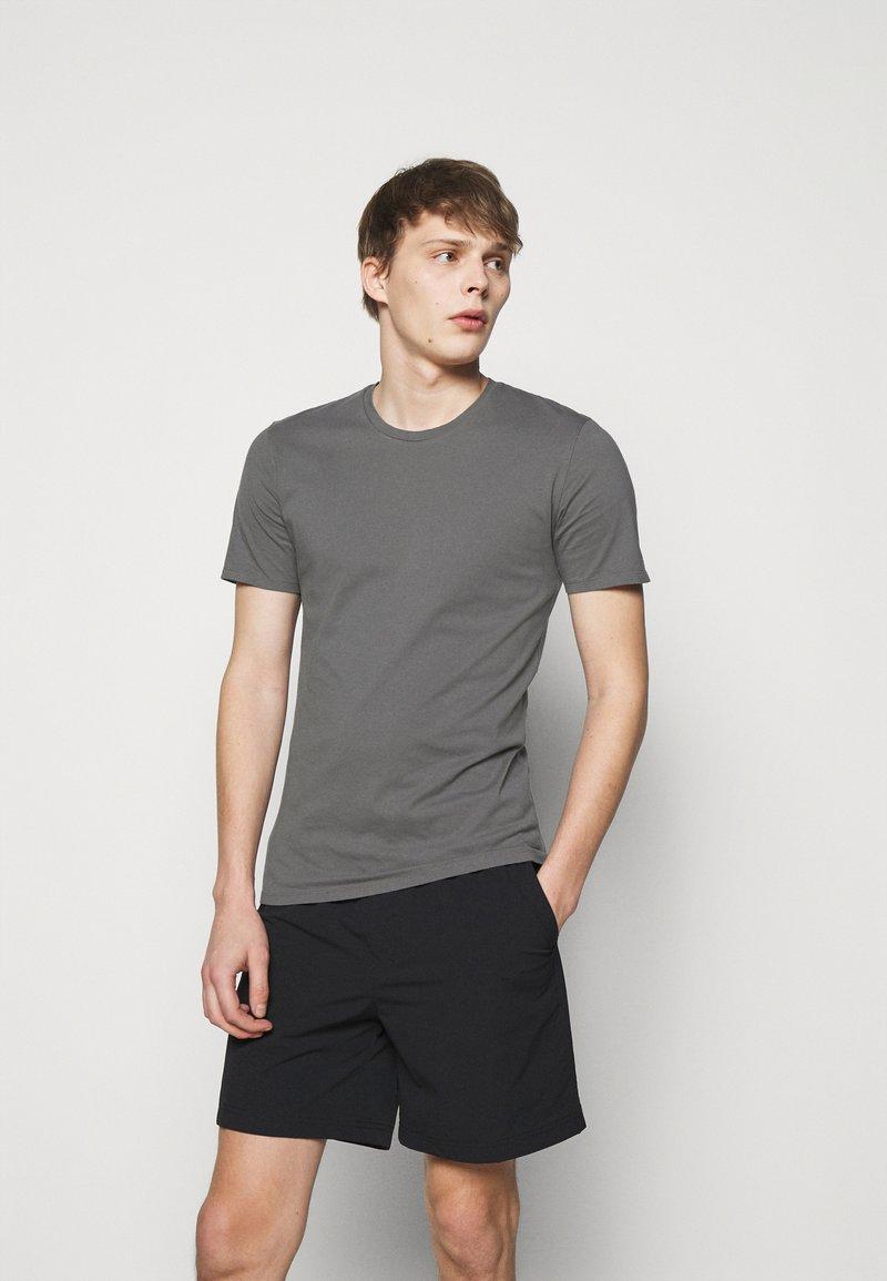 DRYKORN - CARLO - Jednoduché triko - grey