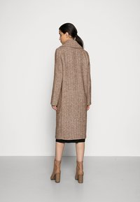 FUCHS SCHMITT - Classic coat - nuss/creme - 2