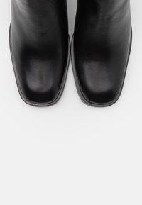 Filippa K - FLORENCE CHELSEA BOOTIE - Kotníkové boty - black - 6