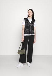 Missguided - ZIP THRU POCKET DETAIL WAIST COAT - Waistcoat - black - 1