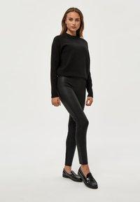 PEPPERCORN - LINETTE  - Leggings - Trousers - black pr - 1