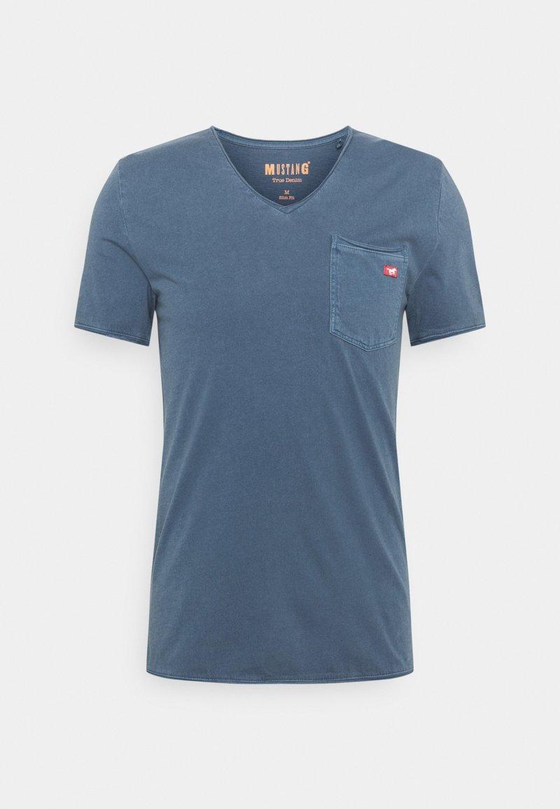 Mustang - WASHED V NECK - T-shirt - bas - ensigne blue