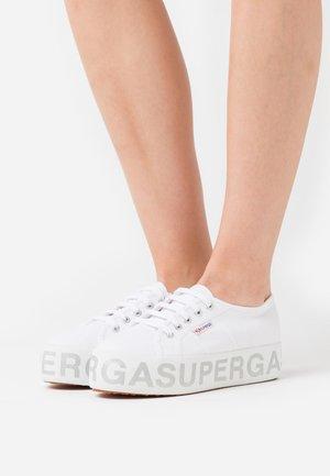 2790 GLITTERLETTERING - Sneaker low - white/silver