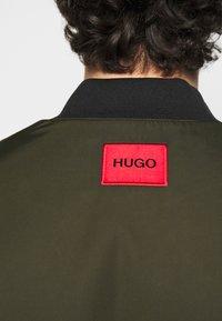 HUGO - BORIS - Bomber Jacket - dark green - 3