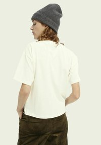 Scotch & Soda - BOXY FIT ARTWORK  - Print T-shirt - off white - 2