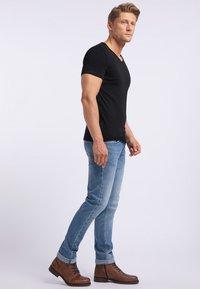 Mustang - AARON - T-shirt basic - black - 3