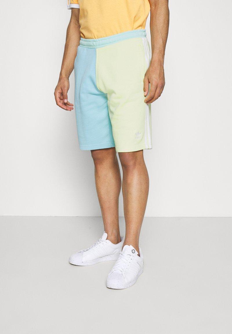 adidas Originals - BLOCKED UNISEX - Shorts - yellow tint/hazy sky