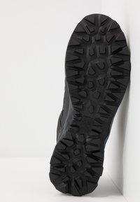 Salewa - MTN TRAINER LITE GTX - Hiking shoes - black - 4