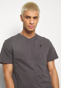 G-Star - BASE-S V T S\S - T-shirt basic - lt shadow - 3