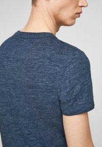 QS by s.Oliver - Basic T-shirt - blue melange - 4
