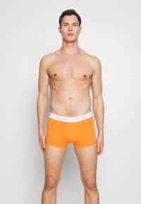 Calvin Klein Underwear - LOW RISE TRUNK 3 PACK - Culotte - khaki - 0